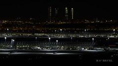 Aeropuerto de Barajas, de noche (migu414) Tags: barajas spotting aeropuerto aiport madrid night skyline t4