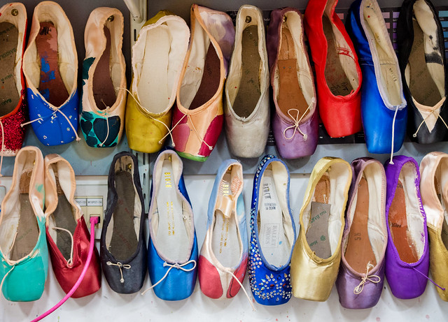 Dyed pointe shoes