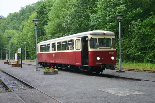 HSB: Triebwagen 187 013-8 wartet in Alexisbad auf Abfahrt in Richtung Harzgerode