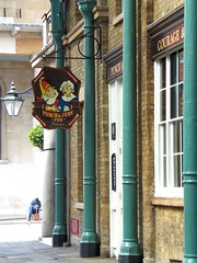 Punch & Judy Pub, Covent Garden, London (teresue) Tags: uk greatbritain england london pub unitedkingdom coventgarden punchjudy 2013