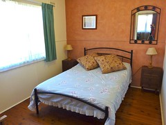"Lorikeet Cottage main bedroom • <a style=""font-size:0.8em;"" href=""http://www.flickr.com/photos/54702353@N07/9275019444/"" target=""_blank"">View on Flickr</a>"