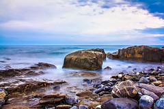 Steine im Meer - Italien (MaxPa.) Tags: italien sea nature clouds strand canon meer natur himmel wolken sigma steine blau 18200 60d