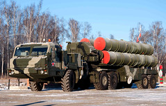 "S-400 Triumf (1) • <a style=""font-size:0.8em;"" href=""http://www.flickr.com/photos/81723459@N04/9815420996/"" target=""_blank"">View on Flickr</a>"