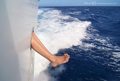 improvisemos un guin definitivo (kLaraBj) Tags: ocean travel viaje sea feet boat mar barco pies oceano