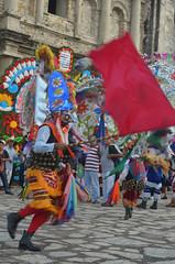 DSC_0134 (xavo_rob) Tags: ballet color colors de mexico dance couleurs danza danse mexique tufts veracruz colori mexiko farben danzas tradicion messico nicon  sanmiguelarcangel penacho  penachos  balletti zozocolco  santiagueros xavorob nikond5100 danzadelossantiagueros trapuntare