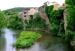 Gabian et la Thongue (Hrault). (Grard Farenc (slowly back) !) Tags: france water river landscape island eau europe village rivire walls paysage 34 murs languedocroussillon le hrault gabian thongue thebestofday gnneniyisi