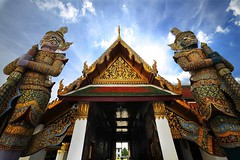 Giant at grand palace (Kai Kardd) Tags: giant thailand temple bangkok buddha palace wat gland