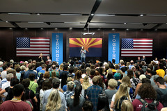 Chelsea Clinton with supporters (Gage Skidmore) Tags: chelsea clinton hillary daughter mother campaign rally arizona state university memorial union tempe student 2016