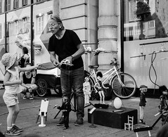 For you... (jeanclaude-Betapixel) Tags: enfance balckandwhite noiretblanc schwarzundweiss streetphotography photographiederue marionnette