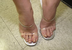 Golden Toes (Jaylynn's Best Feeture) Tags: mules female footfetish feet sexyfemalefeettoessandalstoesbarelegsanklesheelshighheelsmulesslidessoles sandals toes toering ankles arches mujer