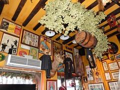 Poechenellekelder, Brussel (deltrems) Tags: poechenellekelder brussel brussels bruxelles pub bar inn tavern hotel hostelry house restaurant marionette puppet