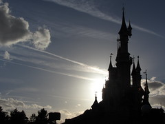 Sunset at Sleeping Beauty's Castle (rvr) Tags: sleepingbeauty belladurmiente castle castillo disneyland paris