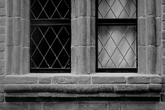 Black....white....choose it! (blue 'n red) Tags: white black muro window wall finestra bianco nero
