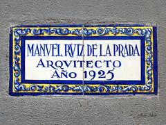 Inscripción Arquitecto Manuel Ruiz de la Prada (Madrid) (Juan Alcor) Tags: inscripción madrid arquitecto manuel ruizdelaprada 1925 azulejo spain españa