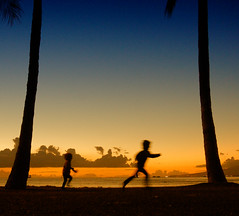 Catch me if you can (. Jianwei .) Tags: blue sunset vacation color beach silhouette yellow kids hawaii waikiki honolulu jianwei kemily nex5