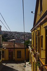 Valparaiso, Chile (ARNAUD_Z_VOYAGE) Tags: chile street city blue sunset sea sky people orange sun white house black color building green art cars ice water birds animal yellow azul clouds america port river landscape puerto grey valparaiso boat town casa view pentax grafiti south threes kx