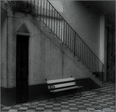 Solo (Daniel.J.Nordi) Tags: street argentina botes casa buenosaires arte trix colonial banco escalera laboca cemento barrio historia escaleras 120mm caminito mamiyac330 hierro remenber hierros