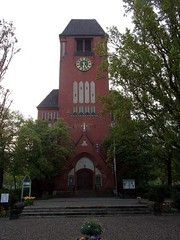 "Die Kirche • <a style=""font-size:0.8em;"" href=""http://www.flickr.com/photos/42554185@N00/13889303738/"" target=""_blank"">View on Flickr</a>"