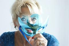La mamá más bella de todos los tiempos. (Vicky Victoria Yan) Tags: blue grandma portrait beauty portraits eyes mask retrato deep retratos ojos mascara