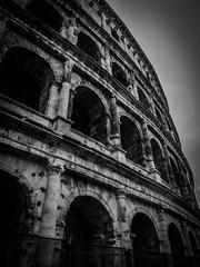 Le Colise de Rome (marinvirieux) Tags: souvenir photo tourisme vieux blackwhite noiretblanc romain vestiges colise italie rome monochrome btiment arche gladiateurs combats empire