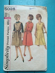 Simplicity 5028 (kittee) Tags: kittee vintagesewing vintagepattern simplicity 5028 simplicity5028 wraparound jumper dress sleeveless blouse badeauneckline buttonback pockets largepockets shift nodate 1960s miss size12 bust32 smock
