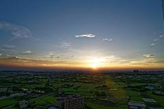 2016-10-20 17.13.11 (pang yu liu) Tags: 2016 10 oct    10  building highrise bade taoyuan  dusk  sunset   apartment