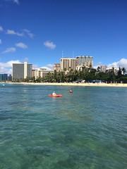 Waikiki, Honolulu, Hawaii (tompa2) Tags: waikiki honolulu hawaii båt vatten hav höghus badstrand