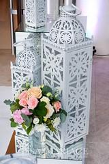 aranjamente florale si felinare nunta (IssaEvents) Tags: nunta decor sala aranjamente decoratiuni idei felinare dubai albe flori covor alb nunti valcea