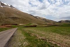 April in Umbria (wolian1979) Tags: umbria italy italia aprile april spring primavera wiosna hills colline wzgrza castelluccio castellucciodinorcia piangrande pianpiccolo montisibillini