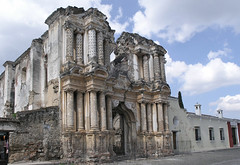 Cathdrale en ruines  Antigua (Voyages Lambert) Tags: latinamerica nopeople capital convent colorimage abbey latinamericanculture colonialstyle multicolored colors famousplace outdoors horizontal lowangleview antiguawesternguatemala antigualeewardislands theamericas cloudsky sky monastery cathedral church townsquare oldruin builtstructure town conquest medicineandscience travellocations architectureandbuildings