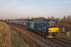 68025 arrives at Great Yarmouth in the first of the morning sun working 2P10 0809 from Norwich 5/12/2016 (Paul-Green) Tags: class 68 68025 68005 vossloh eurolight diesel engine norwich gt great yarmouth passenger service early morning sun rise drs direct rail services uk gb railways aga abellio greater anglia norfolk cold frosty canon 7d mk2 mark ii loco and stock outdoors 2016 flickr tracks dngine locomotive lchs december 2p10 0809