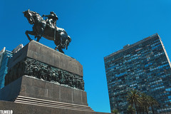 Edificio Ciudadela - Monumento a Artigas - Plaza Independencia - Montevideo - Uruguay (TLMELO) Tags: tannat vino vinho wine uva meat meal parilla palenque grape montevideo montevidéu uruguai uruguay bouza