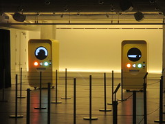 Snapchat Spectacles pop up store 2016 NYC 8441 (Brechtbug) Tags: snapchat spectacles pop up store popup stores midtown manhattan nyc 2016 december glasses techno tech 13000 bucks from two vending machines yellow minion cyclops eye ball eyeball animation robot east 60th street near 5th avenue across mac st ave new york city