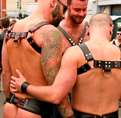 dore alley, san francisco (2013) (mendolus shank) Tags: city man black men true sunglasses leather tattoo hair back alley san francisco hand arm you bare chest band we ring sin rise harness damaged powerful chaps shall dore shank letsdance tonightaway mendolus letsdancetonightaway
