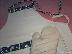 Kit para  o papai (Carla Cordeiro) Tags: pb kit patchwork avental pai bolso brim retalhos  luvadecozinha