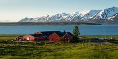 La ferme rouge (Tonton Dave) Tags: mountains landscape iceland farm fjord paysage ferme eyjafjordur islande montagnes dalvik hrisey