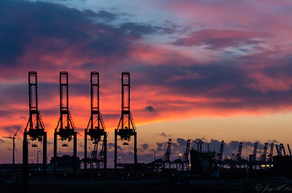 Sunset at Hamburg harbor (Container cranes #1)