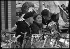 journée un peu fraiche 04 (Au pays du Milieu) Tags: china street people canon blackwhite noiretblanc powershot tianjin chine g11 traditionnel