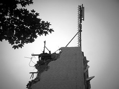 St.Pauli- Esso Hochhuser (chicitoloco) Tags: streets hamburg ruine esso stpauli kran reeperbahn abriss essotanke chicitoloco essohochhuser