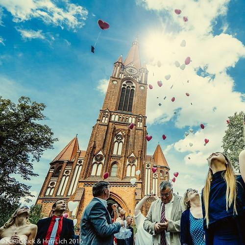 """#frauglueckundherrlich #hochzeitsreportage #hochzeitsfotografie #Hochzeiten #urbaneHochzeiten #exklusiveHochzeiten #hochzeit2017 #vintage #heirateninberlin #zehlendorf #pauluskirche #backsteingotik #gotik #neogotik #balloon #kirchlichetrauung #tradition # • <a style=""""font-size:0.8em;"""" href=""""http://www.flickr.com/photos/83275921@N08/29975086066/"""" target=""""_blank"""">View on Flickr</a>"""