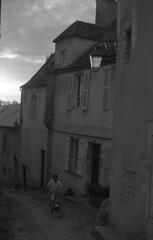 Coming home (Blitzwuerfel (flash cube)) Tags: burgundy werracamera tessar2850 efke50 rodinal