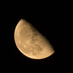 Waning Gibbous Moon 21 Oct 2016 (Sculptor Lil) Tags: canon700d dslrsingleexposure london astrophotography moon moonrise waninggibbous