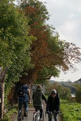 Walking Hazards (jiving John) Tags: wisy walk riverthames richmond barnes