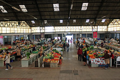 Le march couvert (hans pohl) Tags: portugal nazar markets marchs btiments buildings people personnes architecture