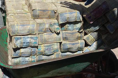 Kruiwagens met Somaliland shillings