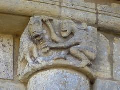 Eglise Saint-Pierre-de-Marestay (XIIe), Matha (17) (Yvette G.) Tags: chapiteau artroman architecture saintonge charentemaritime 17 poitoucharentes église matha églisesaintpierredemarestay