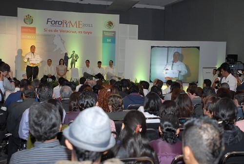 """El gobernador Javier Duarte de Ochoa inauguró el Foro PYME """"Si es de Veracruz, es tuyo"""" 5"""