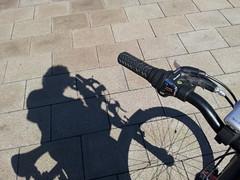 2014-09-24 13.13.30 (jufajardini) Tags: bike riding shadows sombra