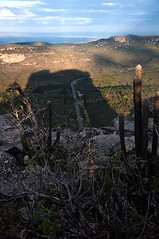 sombra (e a sombra) do Pai Incio (Gabriel Sperandio) Tags: road brazil vertical brasil strada route estrada bahia ba brasile nordeste brsil chapadadiamantina regionordeste brazilien morrodopaiincio br242 brasilemimagens