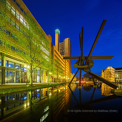 Piano See und Galileo Skulptur am Theaterufer , Potsdamer Platz , Berlin (Matthias (Bolle)) Tags: city travel blue sea sky house color colour reflection berlin water horizontal architecture modern night germany outdoors light